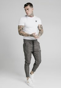 SIKSILK - SMART JOGGER PANT - Trousers - beige dogtooth - 1