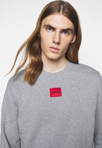 HUGO - DIRAGOL - Sweatshirt - silver - 4