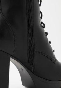 Bullboxer - Kotníková obuv na vysokém podpatku - black - 2