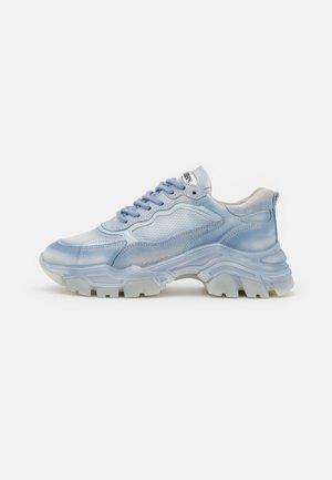 TAYKE OVER - Sneakersy niskie - retro blue