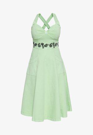MIT FLORALER STICKEREI - Korte jurk - mint
