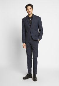 Isaac Dewhirst - CHECK SUIT - Garnitur - dark blue - 1