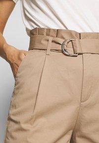 Marc O'Polo DENIM - PANTS - Pantalon classique - vintage beige - 4