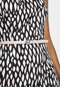 comma - KURZ - Denní šaty - black - 5