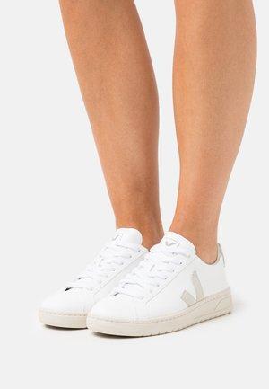 VEGAN URCA - Sneakers - white/natural