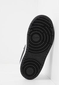 Nike Sportswear - COURT BOROUGH 2 UNISEX - Sneakers laag - white/black - 5