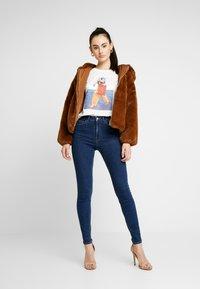 Vero Moda - VMFLANSA - Print T-shirt - snow white - 1
