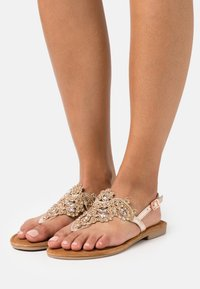 Tamaris - T-bar sandals - rose gold - 0