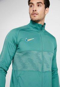 Nike Performance - DRY STRKE TRK  - Träningsjacka - bicoastal/faded spruce/iridescent - 4