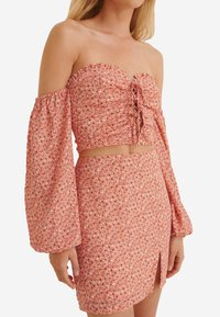 NA-KD - A-line skirt - painted floral coral - 2