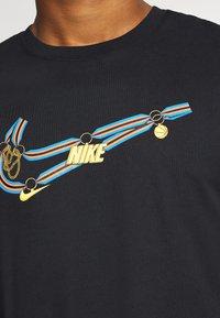 Nike Performance - DRY MEDALLION TEE - Print T-shirt - black - 5