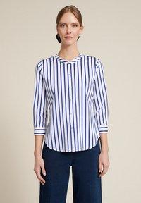 Luisa Spagnoli - BILANCIO - Button-down blouse - bianco/righe azzurre - 0