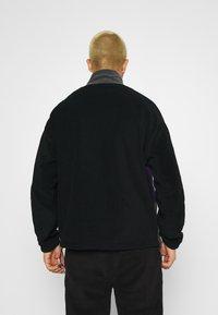 Mennace - CHEVRON PANEL POLAR FLEECE 1/4 ZIP SWEATSHIRT - Sweatshirt - black - 2