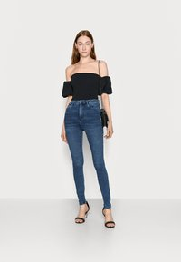 Missguided Tall - PUFF SLEEVE BARDOT  - Print T-shirt - black - 1