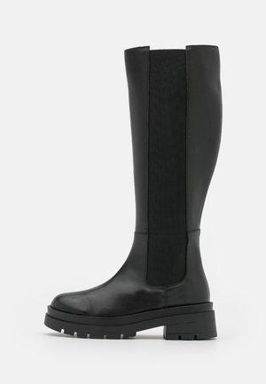 HEL VENEZIA - Botas con plataforma - black