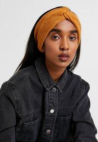 Even&Odd - 2 PACK - Ear warmers - mustard/black - 3
