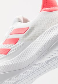 adidas Performance - FITBOUNCE - Sneakers basse - footwear white/signal pink/core black - 5