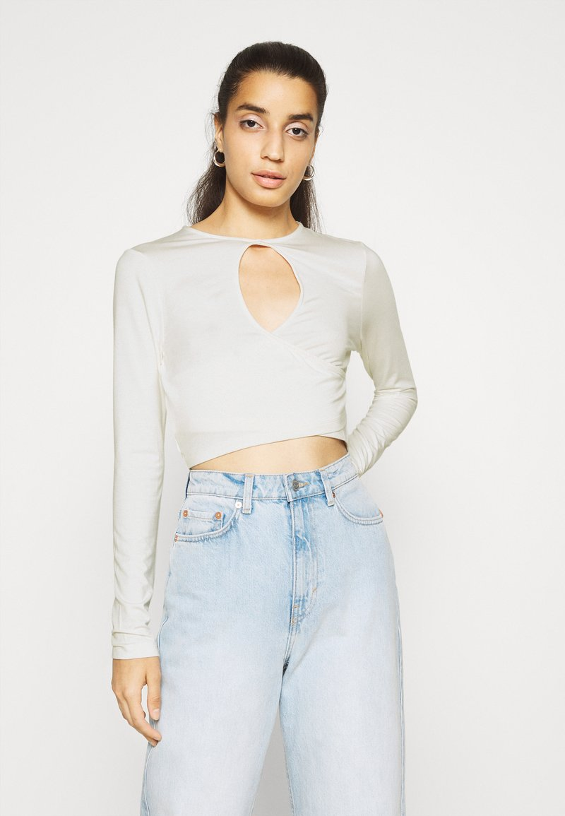 NA-KD - KEYHOLE CROPPED - Long sleeved top - white