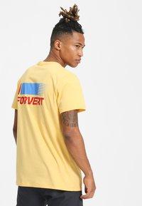 Forvert - TIMO - Print T-shirt - yellow - 2