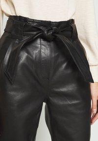 JUST FEMALE - NAGO TROUSERS - Kožené kalhoty - black - 5