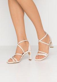 LAB - Zapatos de novia - sol panna - 0