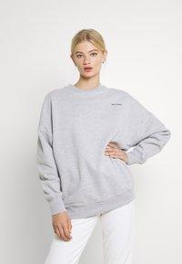 Nicki Studios - LOGOCOLLAGECREWNECK - Sweatshirt - greymelange - 0