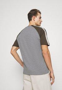 Lyle & Scott - COLOUR BLOCK - T-shirt - bas - mid grey marl - 2
