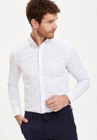 DeFacto - PACK OF 2 - Kostymskjorta - white - 4