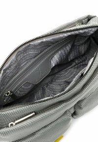 SURI FREY - Across body bag - lightgrey - 4