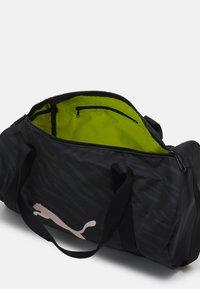 Puma - BARREL BAG - Treningsbag - black - 2