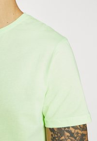 YOURTURN - UNISEX SET - Shorts - green - 5