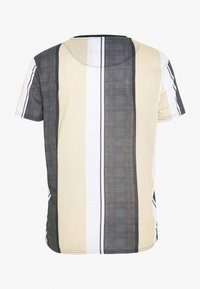 CLOSURE London - TEXTURED STRIPED TEE - T-shirt con stampa - stone - 1