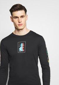Nike Performance - M NK DRY TEE LS A.I.R. A SAVAG - T-shirt de sport - black - 3