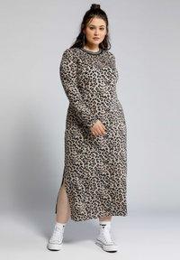 Studio Untold - Maxi dress - hellbraun - 0