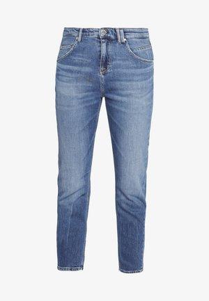 FREJA BOYFRIEND - Relaxed fit jeans - multi/mid blue marble