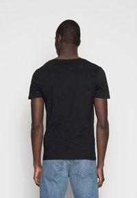 Pier One - Basic T-shirt - black - 2