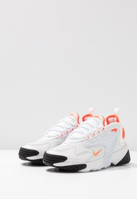 Nike Sportswear - ZOOM 2K - Baskets basses - platinum tint/hyper crimson/white/black - 6
