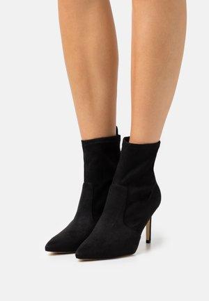 DAFINA - Kotníkové boty - black