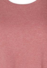 Zizzi - Basic T-shirt - apple butter - 4