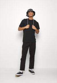 Night Addict - JAPNEON - T-shirts print - black - 1