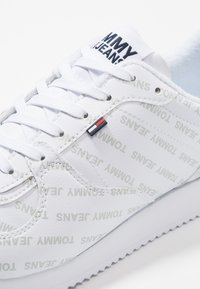 Tommy Jeans - PRINT CITY - Sneakers - white - 6