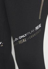 ONLY Play - ONPSUE LIFE LEGGING CURVY - Punčochy - black/white/silver - 4