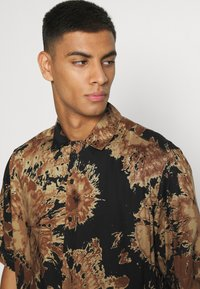 Only & Sons - ONSDION TIE DYE POPLIN - Shirt - incense - 4