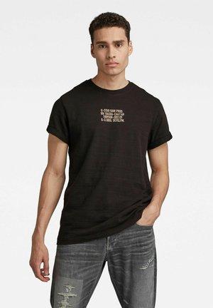 CHEST TEXT GRAPHIC - T-shirt print - dk black