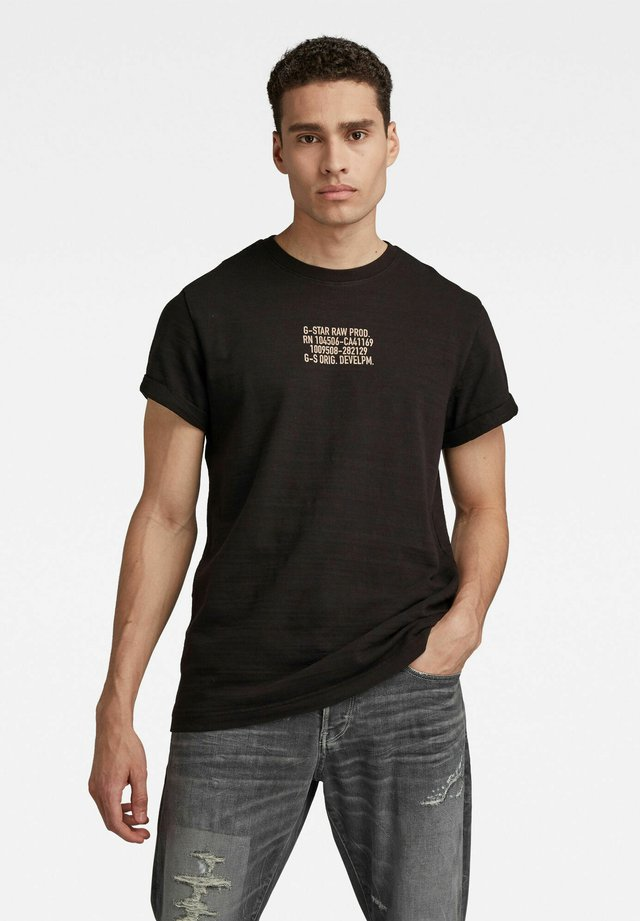 CHEST TEXT GRAPHIC - T-shirt con stampa - dk black