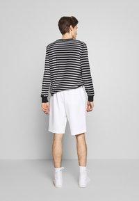 Polo Ralph Lauren - DOUBLE KNIT TECH-SHO - Shorts - white - 2
