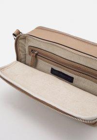 Marks & Spencer London - CASUAL CAMERA BAG - Across body bag - caramel - 3