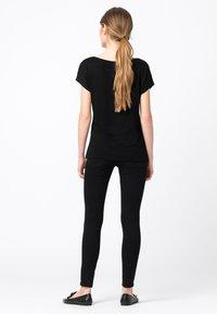 HALLHUBER - WEIT GESCHNITTENES - Basic T-shirt - schwarz - 1