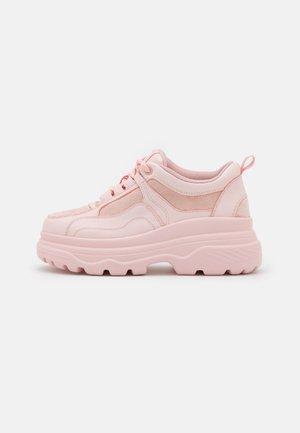 VEGAN VINSMOKE - Matalavartiset tennarit - light pink