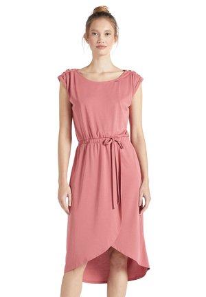 CLAUDIA - Shift dress - rosa